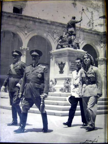 Francisco Franco y Hussein de Jordania en el Alcázar de Toledo. 6  de junio de 1955