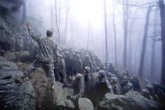 [フリー画像] [戦争写真] [兵士/ソルジャー] [人物写真] [霧/靄]       [フリー素材]