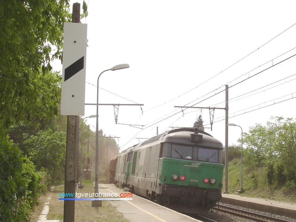 Vue d'une UM de locomotives BB67400 en pousse du train avec la BB 67401 de Nevers