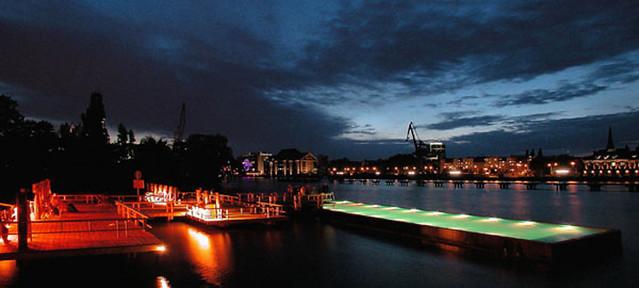 Badeschiff bei Nacht