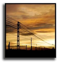 La hora mágica (Merillou) Tags: color luz contraluz atardecer cielo nubes contraste ferrocarril lahoramágica