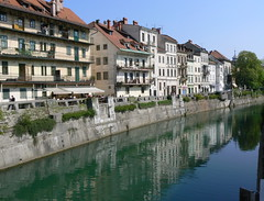 Ljubljanica 4a/4 (AnnAbulf) Tags: fiume case slovenia ljubljana slovenija slowenien riflessi spiegelung huser laibach ljubljanica lubiana flus