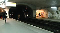 F.D.Roosevelt Station in Paris (under renovation) (Csaba923) Tags: city people paris france canon underground subway french europe metro métro capital roosevelt western párizs fr parisian westerneurope rf metró métroparisien ligne1