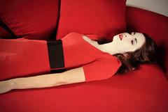[フリー画像] 人物, 女性, 寝転ぶ, レッド, 201105181700