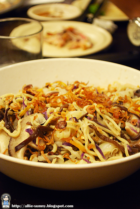 Black Jelly Mushroom Fried Noodle