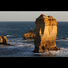 A rock in the ocean (Laurent T (aka thery_lg)) Tags: ocean sunset sea cliff landscape australia victoria lochard
