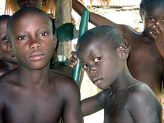 Cool Maroon kids (sensaos) Tags: boy netherlands dutch america children kid maroon south guyana amerika marron nederlands tongo zuid surinam suriname marrons maroons marowijne guiana sranan