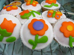 Vanilla Cupcakes with Rolled Fondant