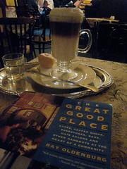Prga Kvhz s Tez - Budapest (Kayakman) Tags: coffee canon book cafe hungary tea budapest plate coffeehouse melange teahouse caffe magyarorszg kaffeehaus semiramis kvhz te bcsi teahz tez bcsimelange