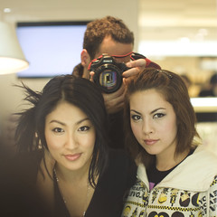 Jane n Angelique.. (mark justin harvey) Tags: canon 50mm f1 f10 5d southkorea 50l canonef50mmf10lusm 501l 5010l