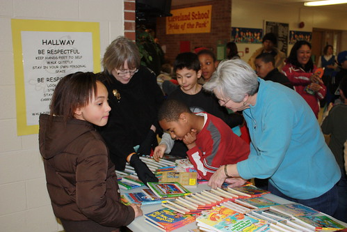 Mary Ann Stackpoole helps students pick out books