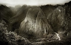 Vista desde Machu pichu. (Rafa Calderón) Tags: bw peru nature river landscape paisaje machupichu montañas montains