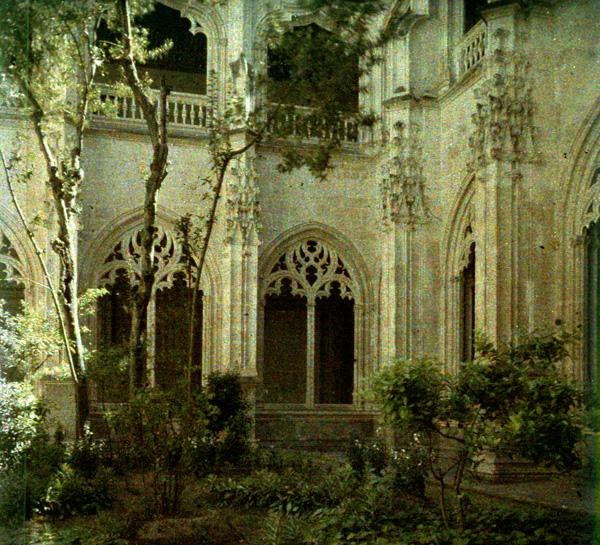 Claustro del Monasterio de San Juan de Los Reyes (Toledo). Autocromo tomado hacia 1913