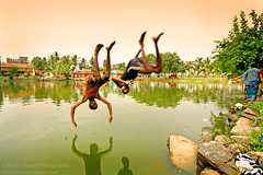 Upside down (Light and Life -Murali ) Tags: india lake reflection boys water smile jump upsidedown weekend filter trousers karnataka 450d cockin canon450d muralialagar muralialagarphotography murali450d