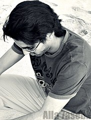 آنآ والله مآتهنى بحلو النوم آذآ رفيقي عليه هموم الآيآم ملتمهـ (★Ᾰΐΐα-7αseβκ) Tags: bw white black beach me nikon الله d90 بحر العديد حسيبك