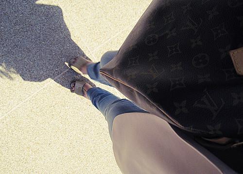 patent bow heels+louis vuitton bag