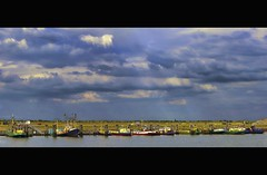 the wonderful world of (Wim Koopman) Tags: sea sky holland netherlands dutch clouds canon river boats photography harbor photo fisherman small stock nederland delta zeeland powershot estuary fisher haringvliet sluis stockphoto s90 diep stockphotography s100 tholen wpk bergse s95 diepsluis