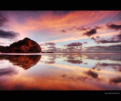Strawberry Daiquiri (Mark Emirali) Tags: ocean sunset sea newzealand colour reflection nature canon mirror strawberry nz aotearoa 1022mm daiquiri 30d copyrighted colouds canon30d pleasedonotusewithoutmypermission maloe4 cffaa maloephoto maloephotography markemirali markemiraliphotography
