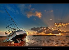 Light ([ Kane ]) Tags: morning cloud sun water clouds dawn boat yacht brisbane qld bayside rays kane hdr gledhill pointhalloran kanegledhill humanhabits kanegledhillphotography