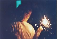 Luce Scintillante nel Buio Morbido (Giuli-O) Tags: party portrait color film halloween yellow om10 festa ritratto carrara stelle olympusom10 yellowlight scintille lucegialla filanti rullinoacolori agfacolorfilm200asa