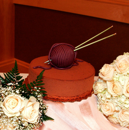 wedding cake, with yarn