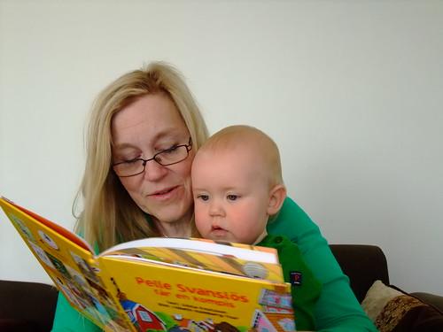 Mormor och Gusten läser by you.