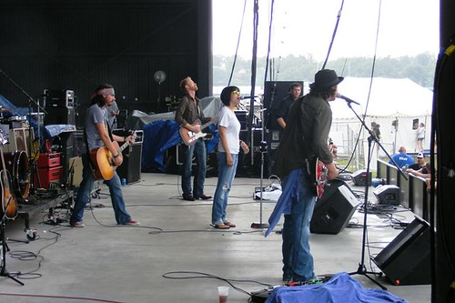 Micky and the Motorcars feat.