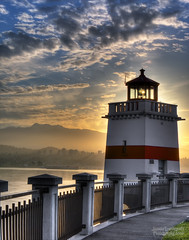 Stanley Park Lighthouse - Sun is rising (janusz l) Tags: park lighthouse vancouver sunrise geotagged stanley hdr janusz leszczynski 4037 sunisrising obramaestra geo:lat=49300893 geo:lon=123116827