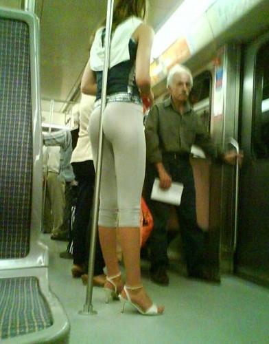 Cómo sujetarse en el metro