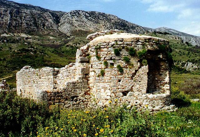 Δυτική Ελλάδα - Αιτωλοακαρνανία - Δήμος Αστακού Mεσοβυζαντινή τρίκλιτη Bασιλική στον Αστακό Αιτωλοακαρνανίας