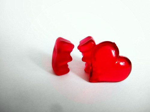 gummy bears in love