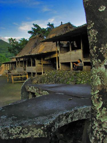 Kampung Megalit Bena
