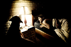 0253 (Cia de Foto) Tags: family woman dog home night bed bedroom