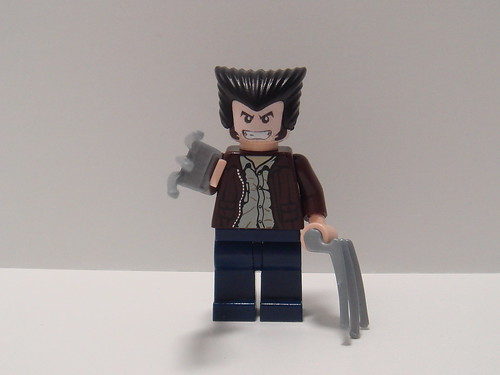 Wolverine custom minifig with claws