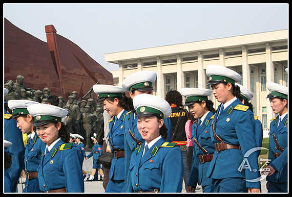 Pyongyang Traffic Ladies honor their Great Leader 3699806539_b1e25231f1_o