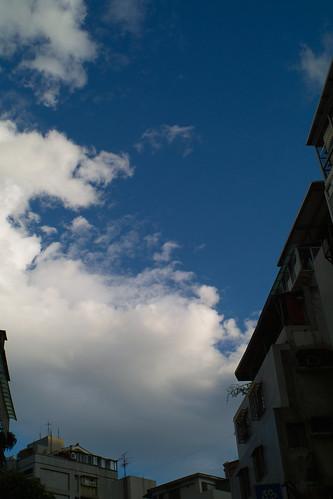 m42 SMC takumar 28/3.5 巷弄間藍天