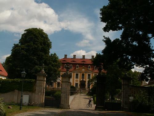 Schloss mit Schlosspark und Schlosskirche in Diesbar-Seußlitz