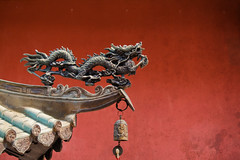 fire dragon (ion-bogdan dumitrescu) Tags: red texture wall fire singapore dragon bell chinese utata ding thianhockkengtemple bitzi summer09 ibdp mg6797tex thetempleofheavenlyhappiness findgetty ibdpro wwwibdpro ionbogdandumitrescuphotography