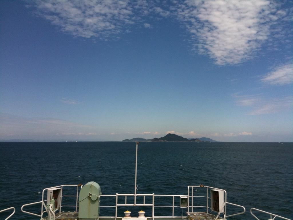 鳥羽から伊良湖岬の間、伊勢湾のちょうど湾口部を結ぶ伊勢湾フェリーは、リーズナブルな料金で楽しめる、ちょっとした船旅。昔はよく来ていた。