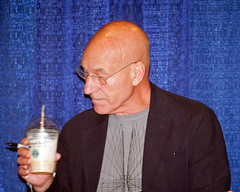 Patrick Stewart at Dragon*Con (Ray Radlein) Tags: atlanta startrek actors hilton xmen celebrities captainpicard 2009 dragoncon autographs patrickstewart jeanlucpicard sttng charlesxavier dragoncon2009