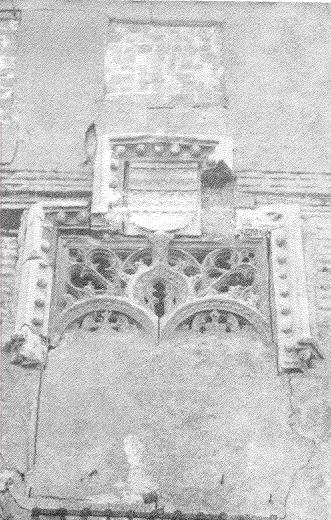 Ventana gótica del Palacio de los Condes de Arcos en la Calle Esteban Illán. Hoy se encuentra en la fachada de la Audiencia. Fotografía de D. Guillermo Téllez