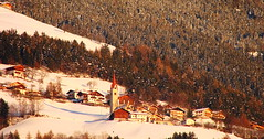 Un villaggio nella neve  - A snowy village (Cristina 63) Tags: sunset italy white snow europa europe italia tramonto villages neve bianco altoadige southtyrol brixen bressanone suedtirol belltowers paesi campanili vacanze2008 sanleonardodibressanone holidays2008