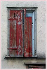Fenster in Schwbisch Hall (die.tine) Tags: red color colour rot window rouge fenster farbe schwbischhall gelbingervorstadt