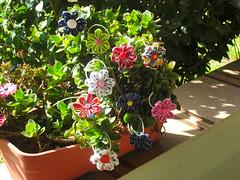 kanzashi varias (My little underground 2009) Tags: flower handmade flor kanzashi feitoamao acessoriosparacabelo floremtecido elasticoparaocabelo kanzashistyleflores florkanzashi