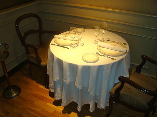 Detalle de mesa de dos personas
