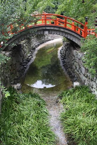 御手洗川にかかる輪橋(そりばし)
