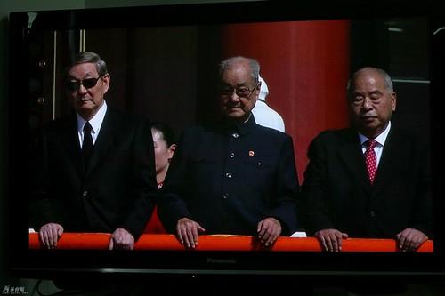 朱镕基在国庆60大典上的一身黑衣打扮酷毙了很多人