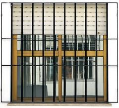 Juego de reflejos (Micheo) Tags: reflection window ventana bars geometry angles persiana reflejo geometria rejas ba