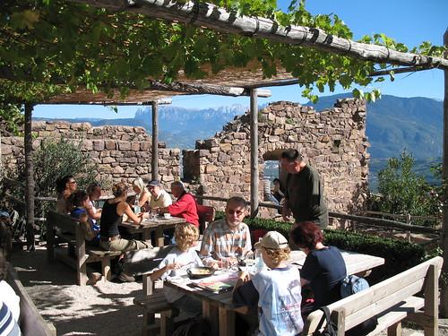 Südtiroler Kost inmitten der mittelalterlichen Vergangenheit