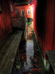 Between the red bath houses! (Johan Runegrund) Tags: reflection ripples tjorn hdr tjrn hamn kyrkesund
